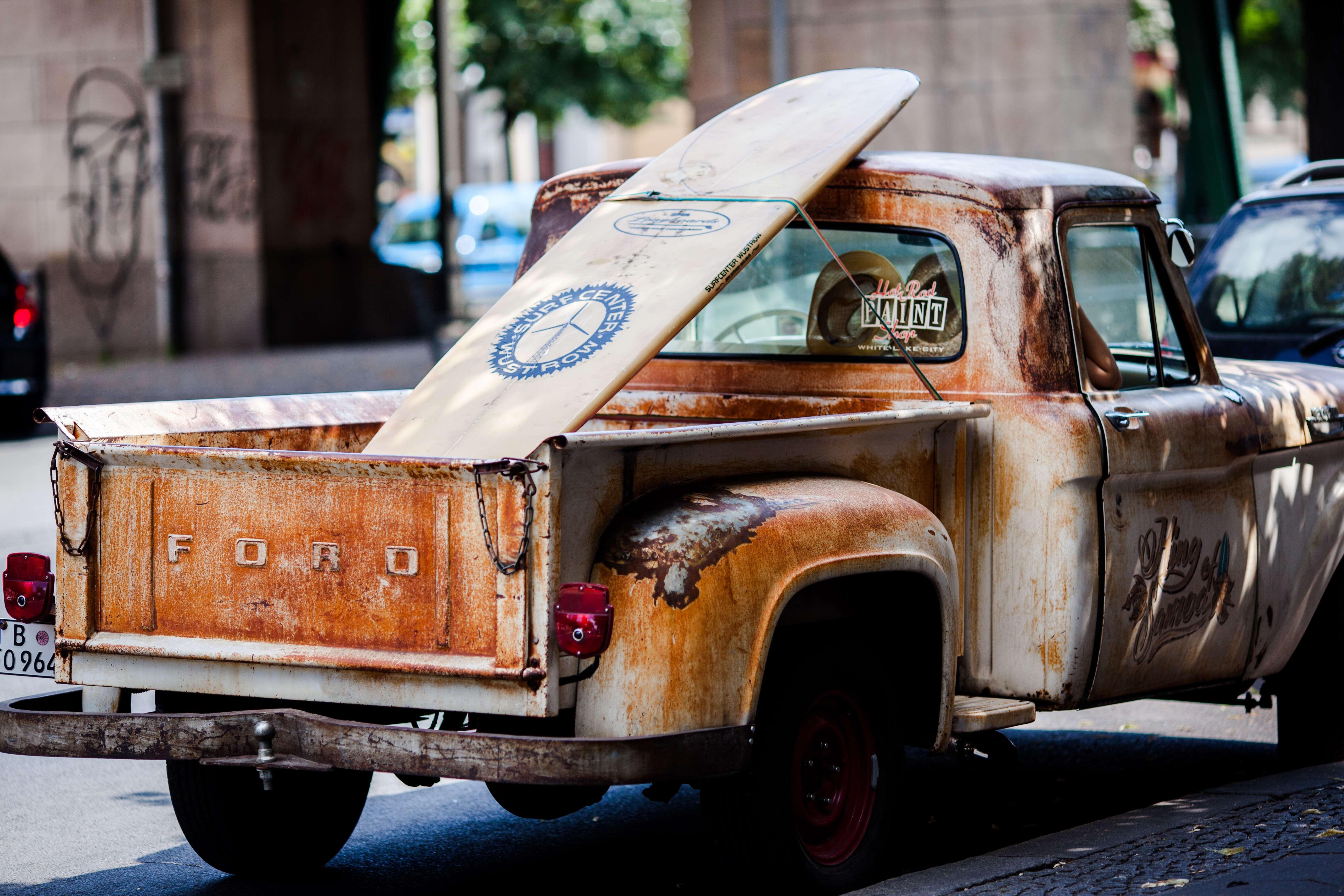 surfboard-in-car